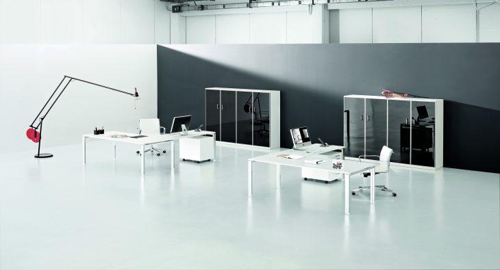 Scrivanie bianche e mobili per ufficio