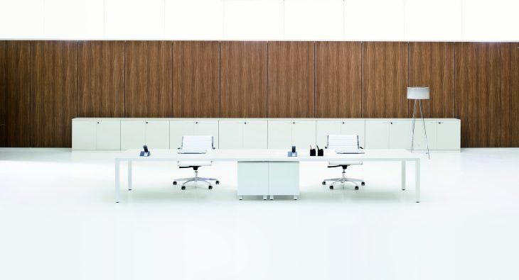 Mobili per allestimento uffici a Milano. Scrivanie